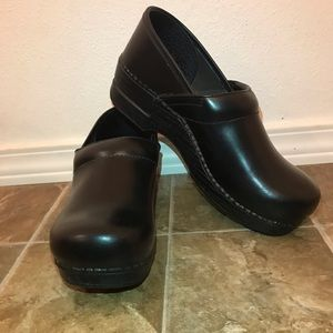 Black Dansko Professional Clogs Size 40 WIDE